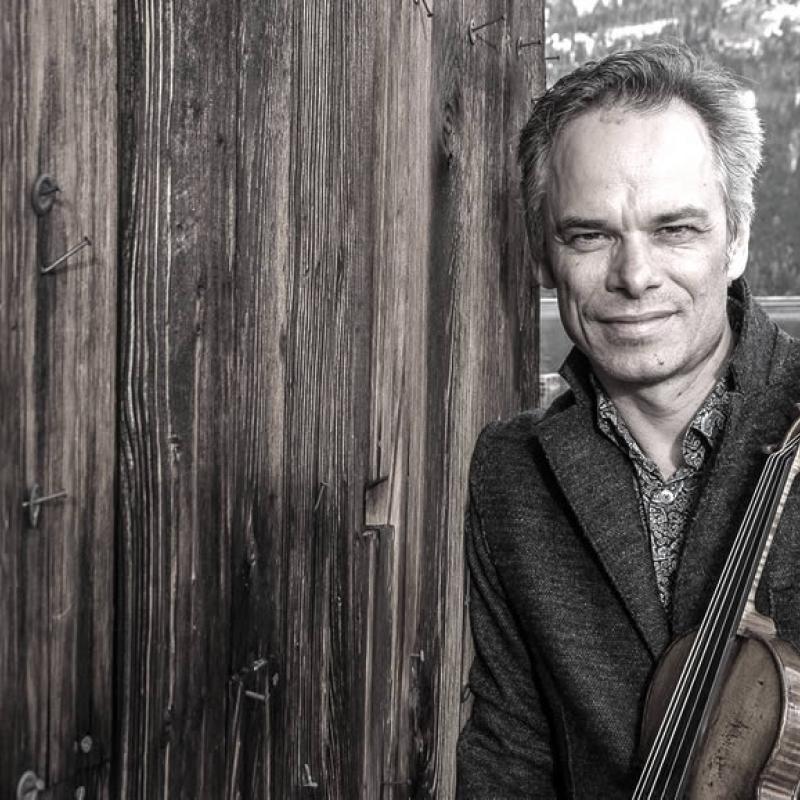 Beni Schmid mit Geige